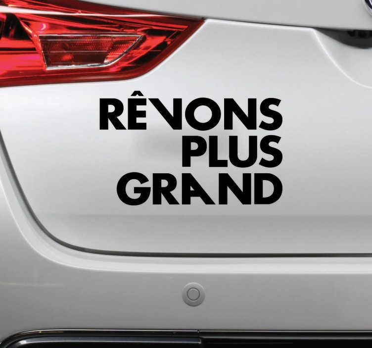 """TenStickers. Sticker Paris-saint-germain rêvons plus grand. Sticker texte """"Rêvons plus grand"""", célèbre slogan du Paris Saint-Germain. Un sticker tuning idéal pour tous les fans du club de foot parisien !"""