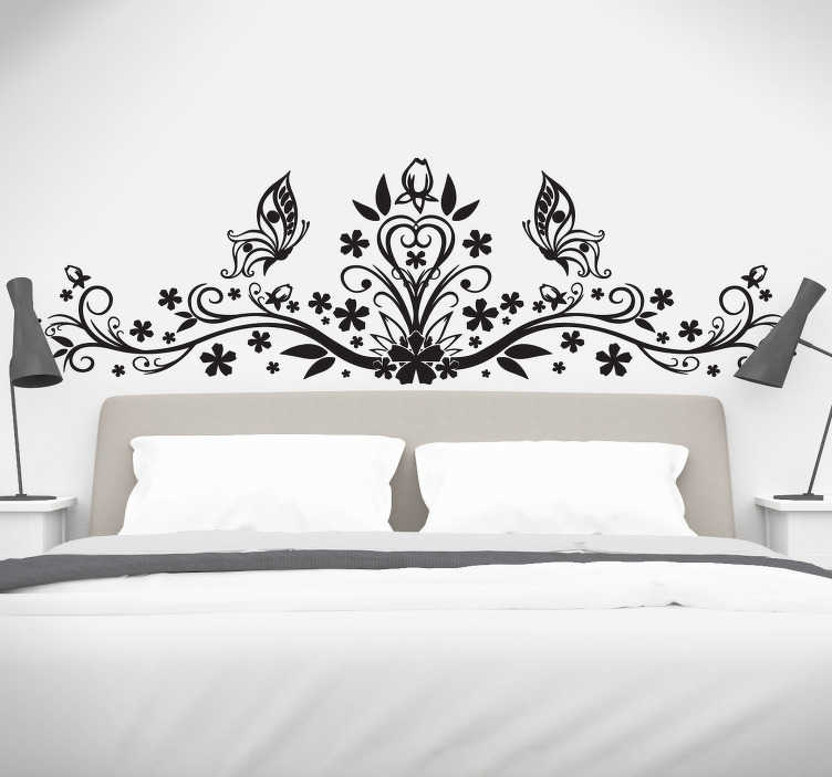 TenStickers. 꽃 무늬 헤드 보드 스티커. 꽃 무늬 벽 예술 - 나비와 섬세한 꽃 예술 디자인으로 이루어진 마스터 침실을 장식하는 아름다운 장식 머리판 스티커.