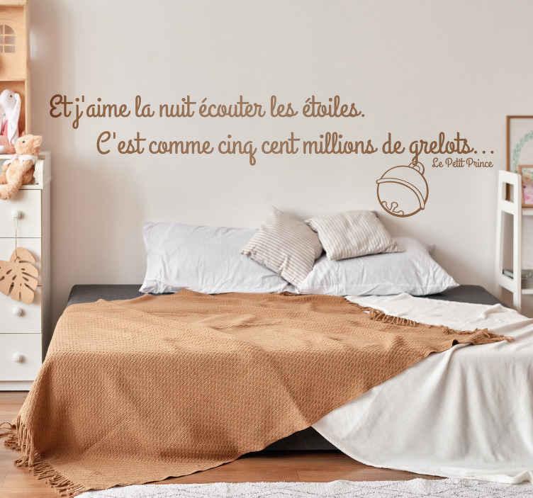 """TenStickers. Sticker citation petit prince etoiles. Sticker texte """"Et j'aime la nuit écouter les étoiles..."""", célèbre citation issue du Petit Prince d'Antoine de Saint-Exupéry."""