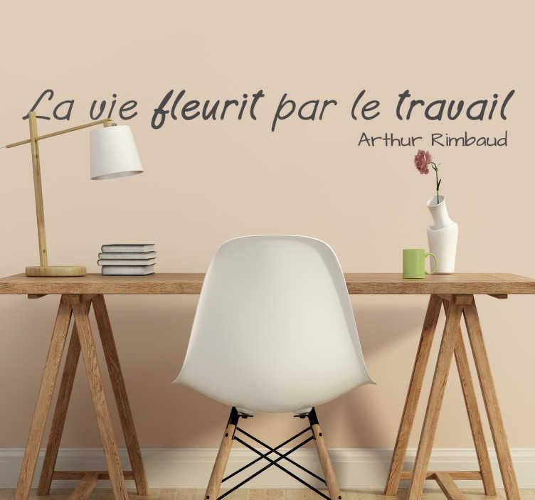 """TenStickers. Sticker vie fleurit par travail. Sticker texte """"La vie fleurit par le travail"""", citation par Arthur Rimbaud idéale pour décorer les murs de votre intérieur."""