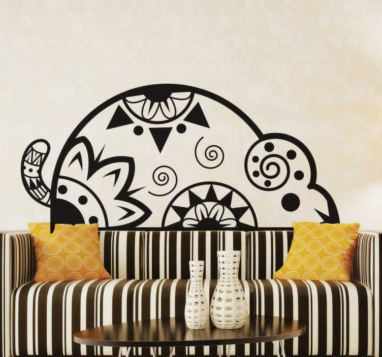 TenVinilo. Vinilo decorativo ratón étnico. Pegatina decorativa de un ratón étnico ideal para decorar tu hogar de forma única y exclusiva con este diseño creado a partir de espirales, triángulos, redondas y motivos florales.