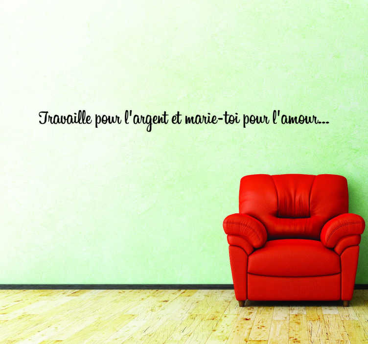 """TenStickers. Sticker travail argent amour. Sticker texte """"Travaille pour l'argent et marie-toi pour l'amour"""", citation idéale pour décorer les murs de votre intérieur en toute simplicité."""