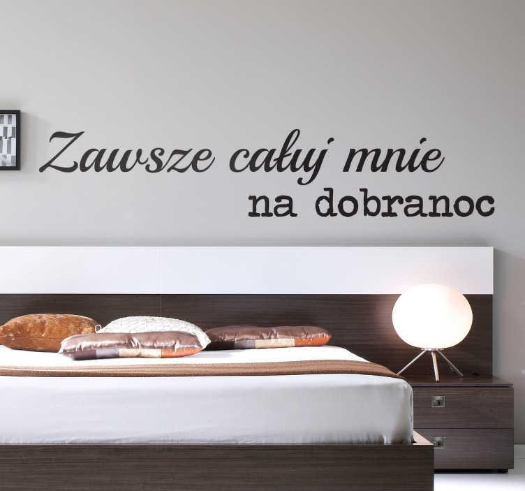 """TenStickers. Naklejka całuj mnie na dobranoc. Romantyczna naklejka na ścianę z napisem """"Zawsze całuj mnie na dobranoc"""". Piękny, prosty wzór idealnie wpasuje się we wnętrza o każdym charakterze."""