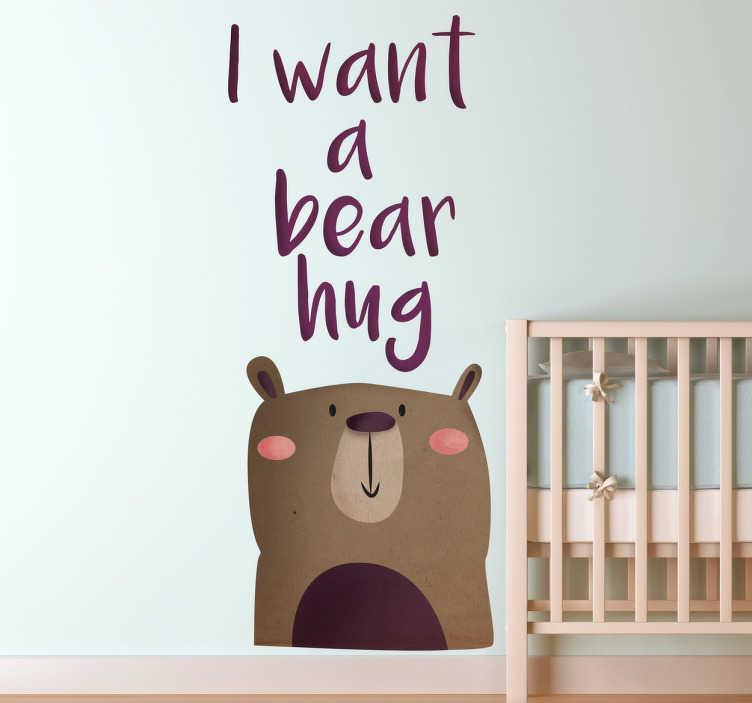 """TenStickers. I Want a Bear Hug Kinderen Muursticker. Muursticker met een schattige beer en de tekst """"I want a bear hug"""". Ideaal voor het decoreren van de kinderkamer. 10% korting bij inschrijving."""