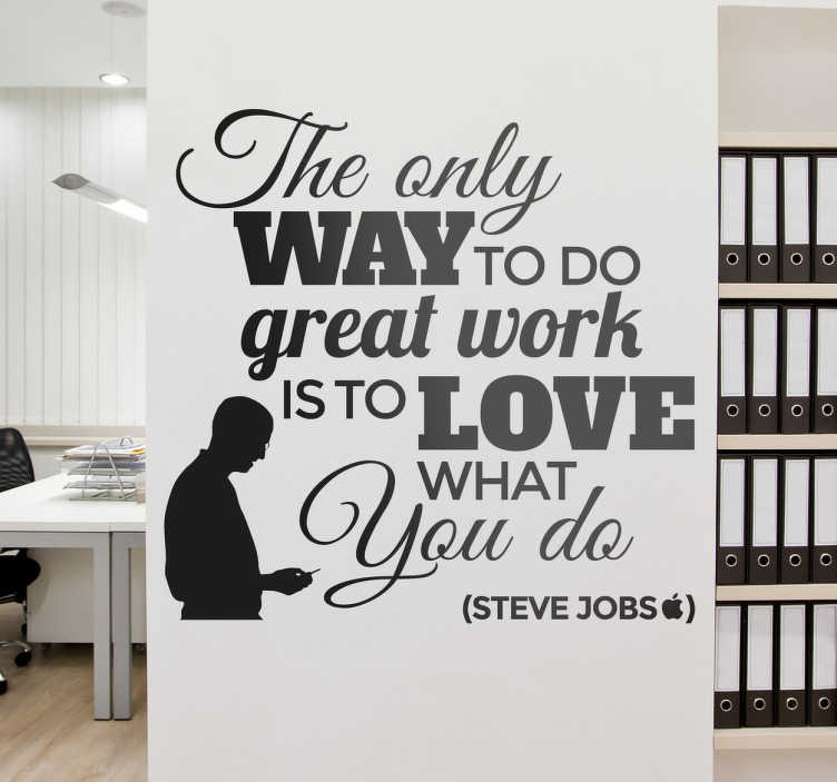 """TenStickers. Wallstickers tekst Steve Jobs. Fra vores wall stickers Citat samling, et flot design med teksten """"The only way to do great work is to love what you do""""."""