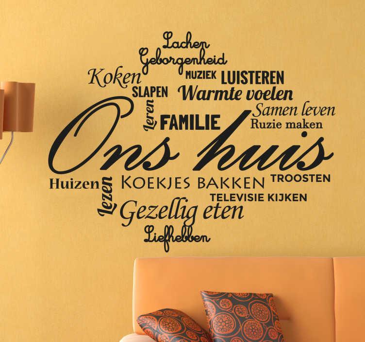 TenStickers. Ons huis familie collage muursticker. Muursticker van een collage met allemaal woorden dat te maken heeft met een gezellig huis! In het midden staat ¨Ons huis¨!