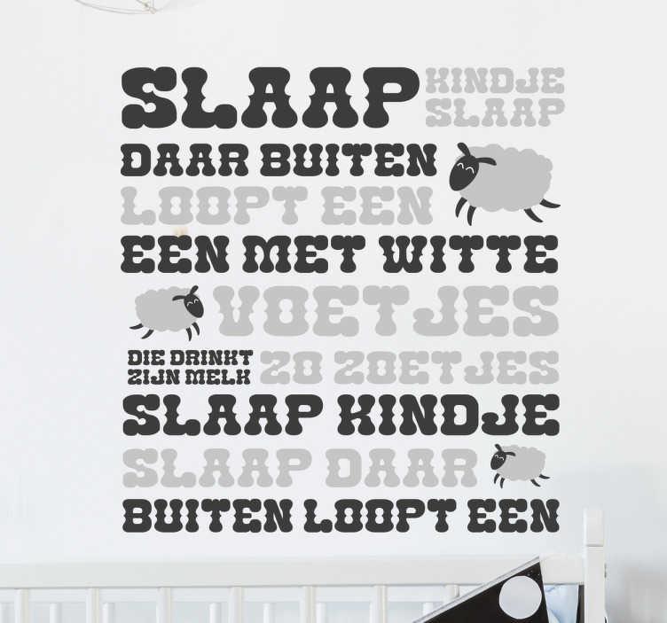 TenStickers. Slaap kindje slaap tekst sticker. Kinderkamer muursticker van het bekende kinderslaapliedje ¨Slaap kindje slaap¨! In plaats van het woord schaap, een kleine schaapje.