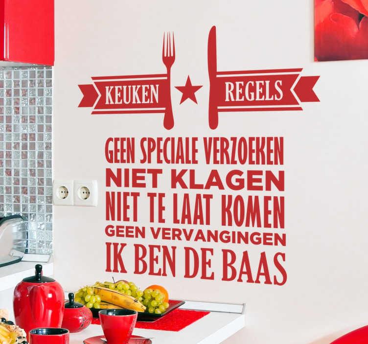 TenStickers. Nederlandse keuken regels tekst muursticker. Wie kookt bij jullie thuis? Leuke manier om de regels in jouw keuken bekend te maken! Beplak deze leuke sticker met tekst in de keuken.