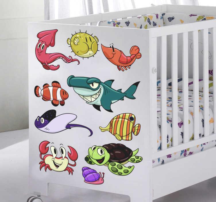 TenStickers. Naklejka dla dzieci podwodny świat. Naklejka dekoracyjna na ścianę nawiązująca do podwodnego świata. Znajdziesz tu m.in rekina, kraba, żółwia podwodnego.