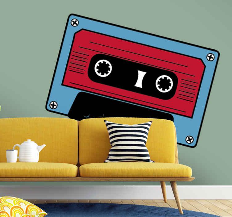 TenStickers. Autocollant musique cassette 50. Stickers décoratif illustrant une cassette bleue et rouge qui devrait plaire aux plus nostalgiques !Idée déco pour la chambre à coucher ou le salon.