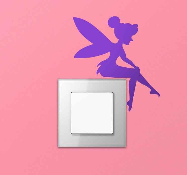 TENSTICKERS. 光のスイッチのステッカーに座っている妖精. あなたの娘の部屋の光のスイッチに幻想の触れをもたらすための理想的なステッカー。