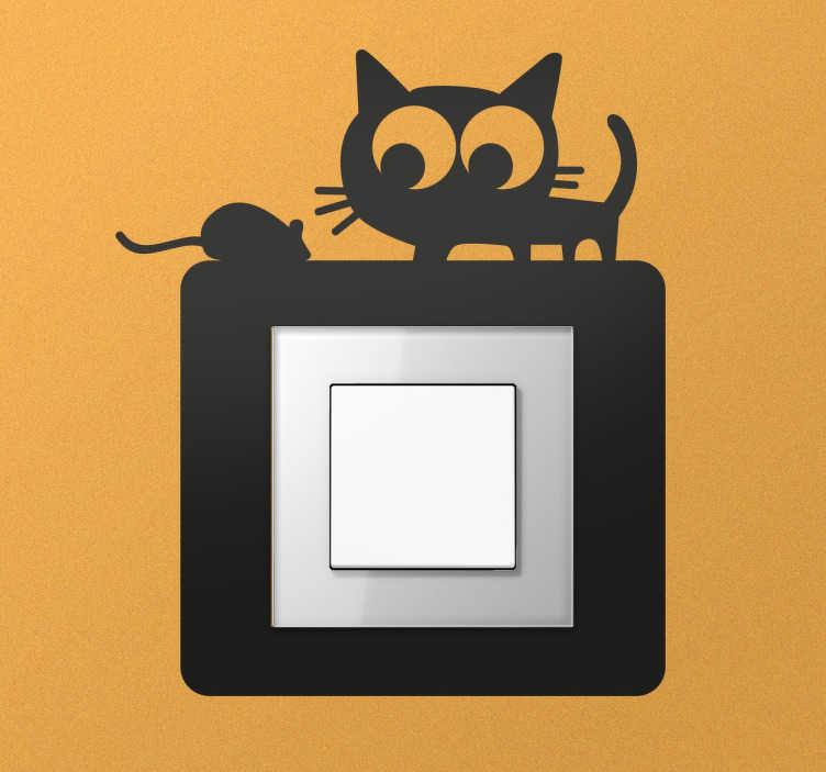 TenStickers. 猫和老鼠开关贴纸. 一个可爱的贴纸,旨在转换灯开关或您孩子的托儿所或卧室与简单和原始元素。