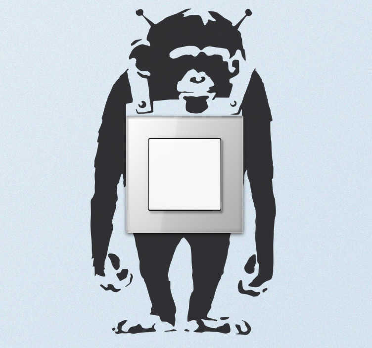 TenStickers. Lichtschalter Sticker Banksy Affe. Dekorativer Sticker von einem Affen entworfen von dem Künstler Banksy. Der Aufkleber ist für die Verzierung von Steckdosen und Lichschaltern gedacht.