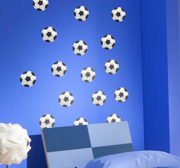 TenStickers. Voetballen muursticker. Decoreer de kinderkamer met voetballen. Deze stickervel omvat 25 voetballen, en kunt u naar eigen wens aanbrengen op de muur. +10.000 tevreden klanten.