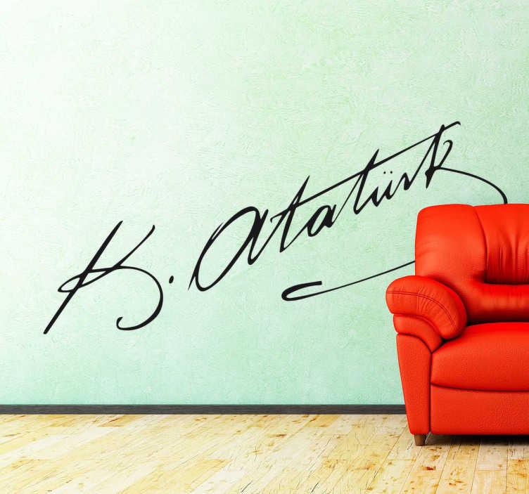 TenStickers. Handtekening Ataturk muursticker. De bekende handtekening van Ataturk, de grondlegger en eerste president van Turkije. Dit is zijn bekende handtekening!