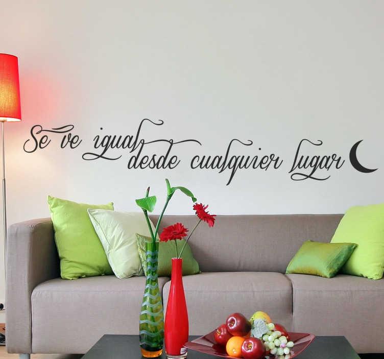 """TenVinilo. Vinilo decorativo texto se ve igual. Vinilos decorativos para pared con un elegante texto """"Se ve igual desde cualquier lugar"""" acompañado de una media luna."""
