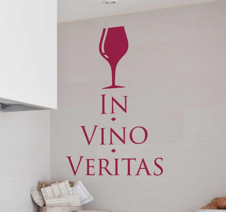 """TenStickers. Wandtattoo Text Latein. Dekorativer und humorvoller Text Sticker mit einem Zitat auf lateinisch. In Vino Veritas bedeutet """"Im Wein liegt die Wahrheit""""."""
