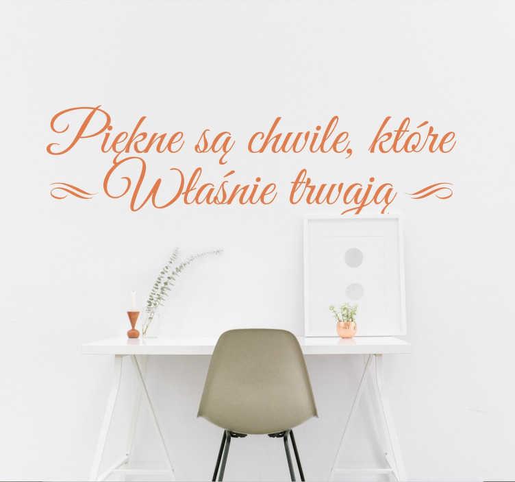 """TenStickers. Naklejka z napisami piękne chwile. Naklejki na ściane z napisami, naklejki na ściane z napisami po polsku """"piękne są chwile, które własnie trwają""""."""