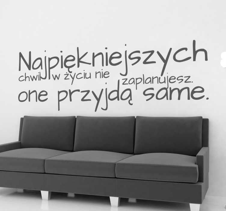 TenStickers. Naklejka z napisem najpiękniejsze chwile. Naklejki na ścianę z napisami, które odmienią wnętrze Twojego domu oraz Twoje nastawienie do świata. Piękna naklejka motywacyjna.