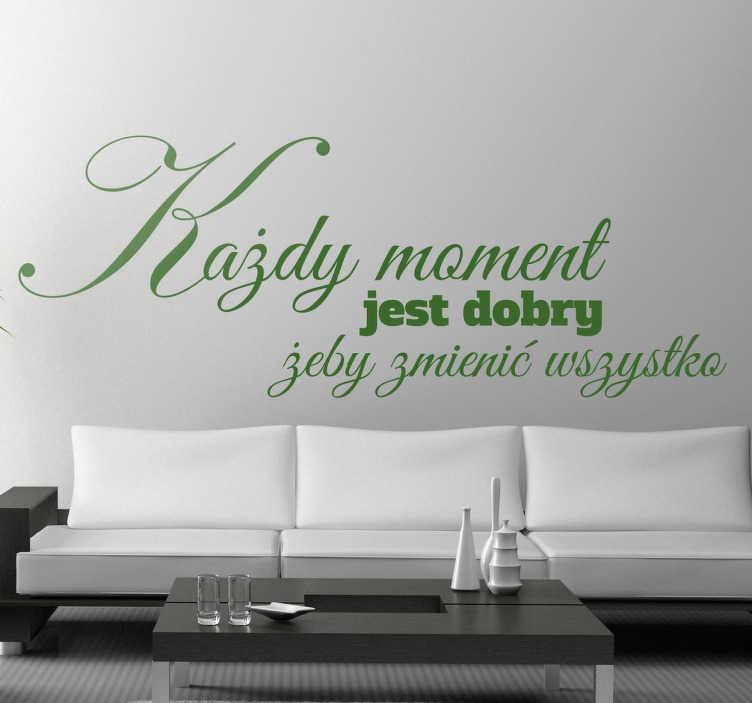 TenStickers. Naklejka z napisem każdy moment. Naklejka na ścianę z napisem motywującym do wprowadzenia zmian w naszym życiu. Napisy na ściane do sypialni lub salonu.