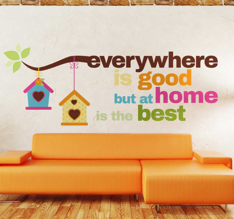 "TenStickers. Muursticker Home Is The Best. ""Everywhere is good but at home is the best"". Een decoratieve tekst sticker voor uw woonkamer. 10% korting bij inschrijving."