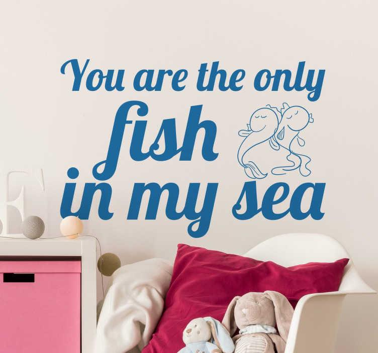 TenStickers. Naklejka na ścianę jedyna ryba. Naklejka na ścianę z napisem Jesteś jedyną rybka w moim morzu, zabawny i romantyczny sposób na powiedzenie komuś że jest tą jedyną.