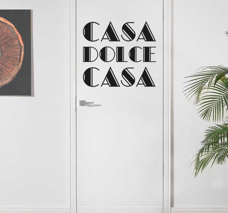 """TenStickers. Adesivo Casa Dolce Casa. Sticker decorativo che raffigura la scritta """"Casa Dolce Casa"""", perche in fondo lo sappiamo che nessun posto al mondo è come casa."""