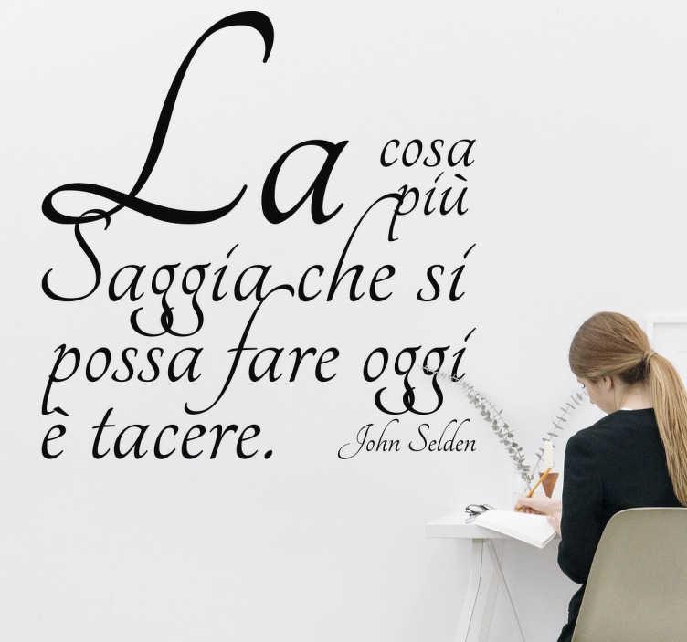 """TenStickers. Wall Sticker Frase Silenzio. Wall sticker decorativo che raffigura la scritta """"La cosa più saggia che si possa fare oggi è tacere""""."""