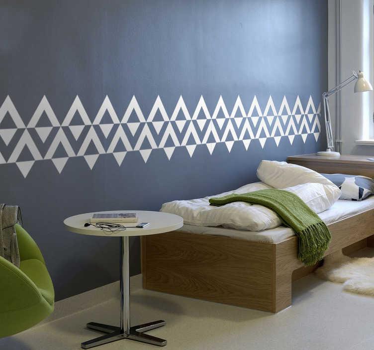 Tenstickers. Triangulær kantlinje. Stilig kantlinje med nordiske stil triangler som kan plasseres i hjemmet ditt for å skape en moderne ramme rundt rommet. Tilgjengelig i et bredt spekter av størrelser og farger.