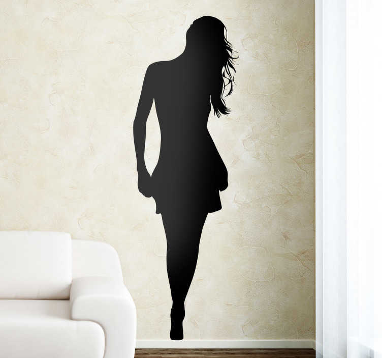 TenStickers. Silueta ženy s sukně obývací pokoj sukně. Ozdobte svůj obývací pokoj tak, jak chcete, díky této siluetu samolepky ženy s taškou. Máte možnost změnit velikost a barvu. Rychlé doručení.