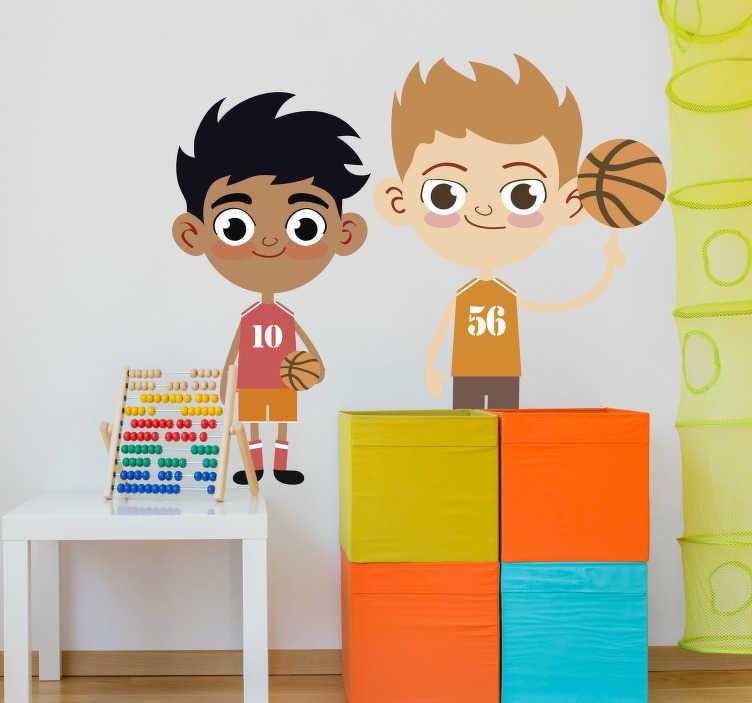 TenStickers. Sticker cartoon Basketbal. Een leuke muursticker van twee getekende jongens dat basketbal spelen, de één heeft al meer plezier dan de andere.
