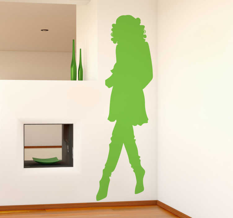 TenStickers. Sticker decorativo silhouette donna 70. Adesivo murale che raffigura la sagoma di una donna con i capelli ricci, che indossa scarpe con un tacco vertiginoso. Scegli tra le varie misure e i 50 colori a disposizione.