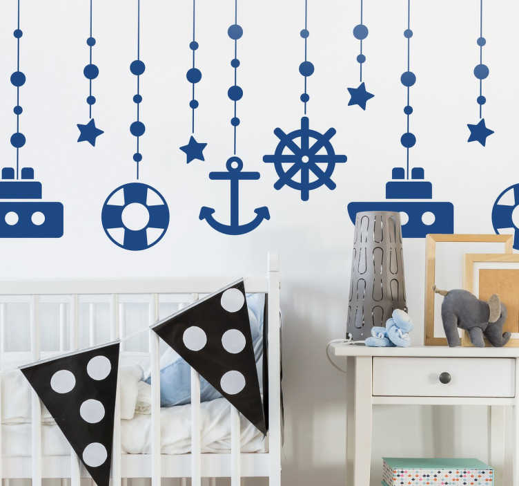 TenStickers. Nalepka visečih navtičnih predmetov. Morske dekoracije - okrasite otroško sobo s temi navtičnimi tematskimi predmeti, ki se pojavijo, kot da visijo s stropa.