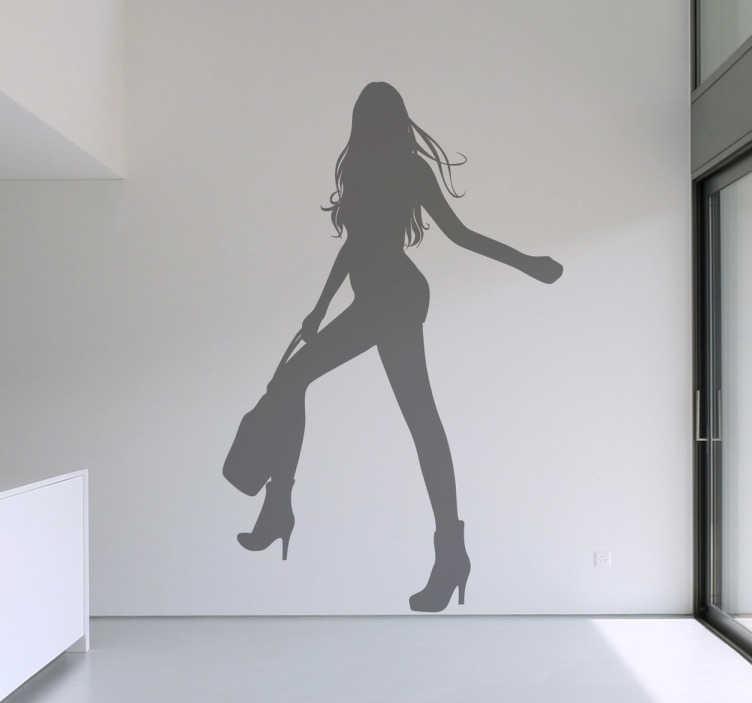 TenStickers. Sticker silhouette meisje met lange benen. Een leuke muursticker met de silhouet van een mooi meisje met lange benen en een handtas vast. Een leuk idee voor het opfleuren van uw woning.