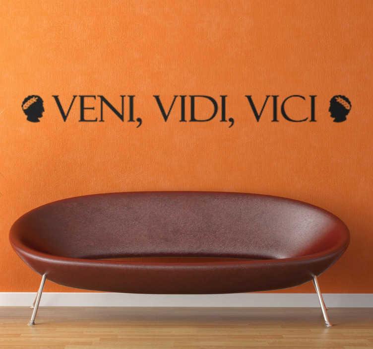 """TenStickers. Naklejka z napisem veni vidi vici. Dekoracyjna naklejka na ścianę z łacińskim napisem """"Veni, Vidi, Vici"""" co oznacza """"Przybyłem, zobaczyłem, zwyciężyłem"""""""