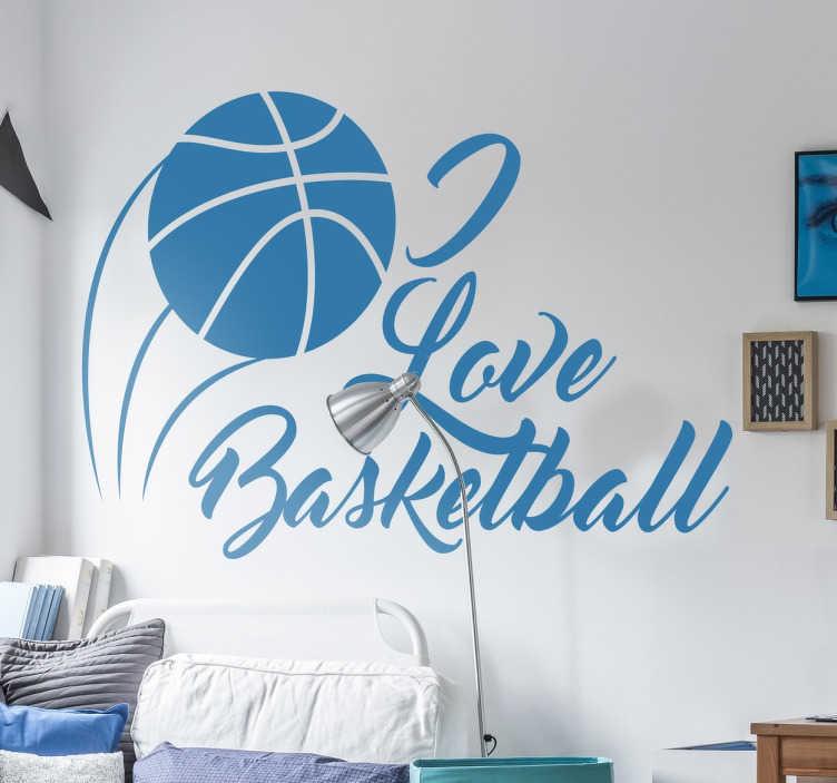 """Tenstickers. Jag älskar basket klistermärke. En sportväggdekal med teckning av en basket och texten """"jag älskar basket"""" i kursiv bokstäver för äkta älskare av sporten. Perfekt för att dekorera ett barns sovrum eller sportområde."""