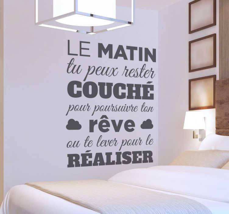 """TenStickers. Sticker mural texte matin. Sticker texte mural """"le matin tu peux rester couché pour poursuivre ton rêve ou te lever pour le réaliser"""""""