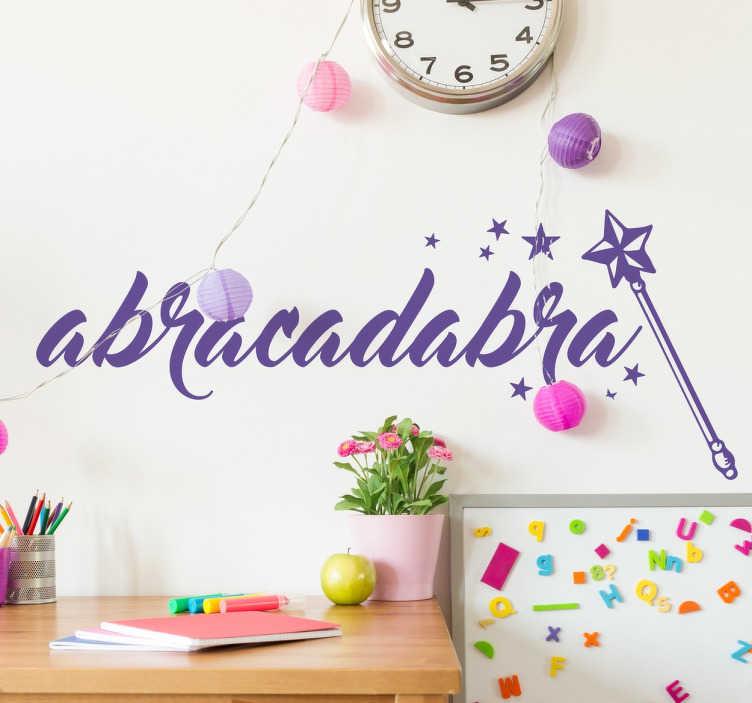 TenStickers. Naklejka na ścianę Abracadabra. Dekoracyjna naklejka na ścianę dla dzieci, która wprowadzi odrobinę magii do pokoju Twojego dziecka!