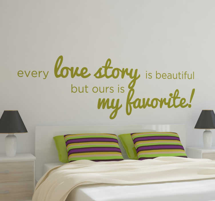 "TenStickers. Love Story Muursticker. Creëer een romantische sfeer in de slaapkamer met deze muursticker met de tekst ""every love story is beautiful but ours is my favorite!"""