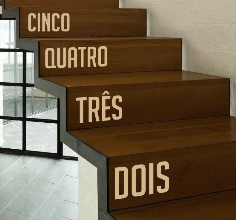 TenStickers. Vinil decorativo números para escadas. Vinil decorativo com número para cada degrau. Autocolante para decoração de interiores. Conta os degraus enquanto sobes as escadas.