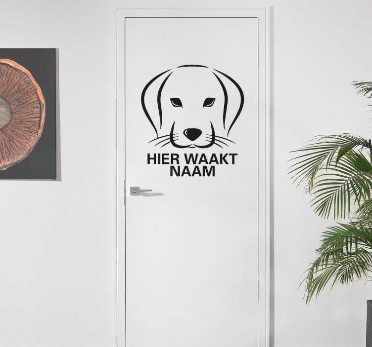 TenStickers. Hier Waakt Naam Sticker. Een leuke voordeur sticker die aangeeft dat de hond het huis bewaakt. Te personaliseren met de naam van uw hond. Dagelijkse kortingen.