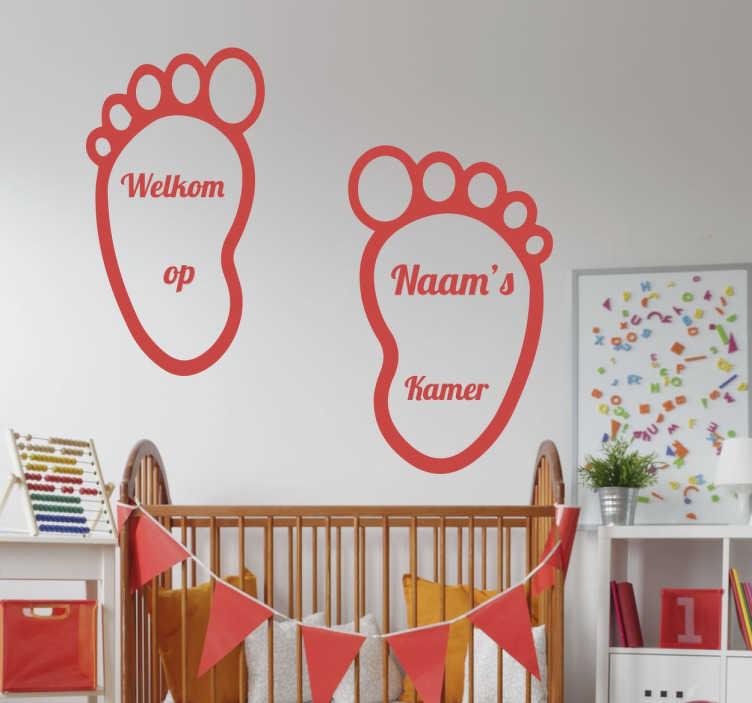 TenStickers. Kinderkamer Muursticker. Sticker met twee voetafdrukken die u kunt personaliseren met een naam naar keuze. Verkrijgbaar in verschillende kleuren en maten. Voordelig personaliseren.