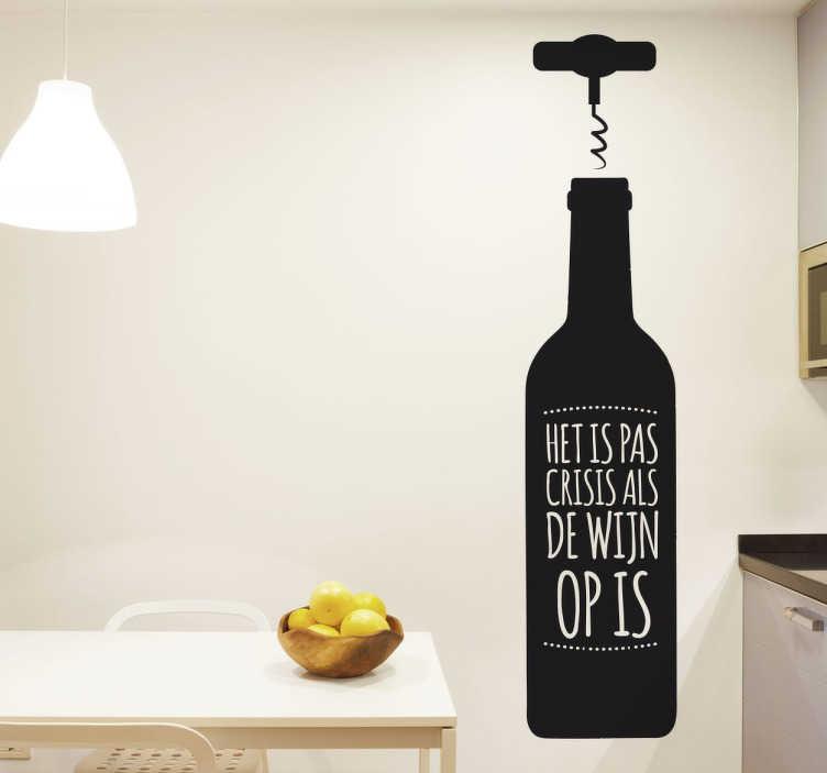 TenStickers. Muursticker Crisis en Wijn. Deze grappige tekststicker geeft de tekst weer; het is pas crisis als de wijn op is, biedt u de mogelijkheid om elke ruimte in huis te decoreren!