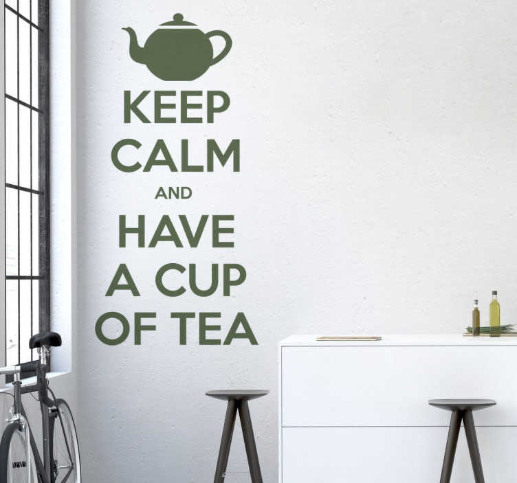 "TenStickers. Sticker Keep Calm Tea. Sticker décoratif sur lequel figure le texte ""Keep Calm and have a cup of tea"""