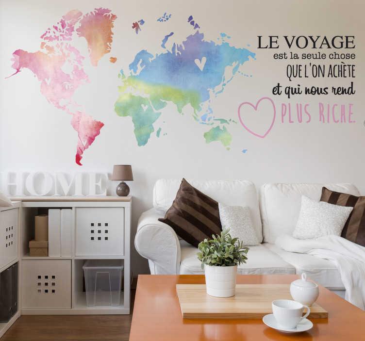 """TenStickers. Sticker Le Voyage est la seule chose.... Sticker """"Le voyage est la seule chose que l'on achète et qui nous rend plus riche"""" pour maison accompagné d'une mappemonde colorée."""