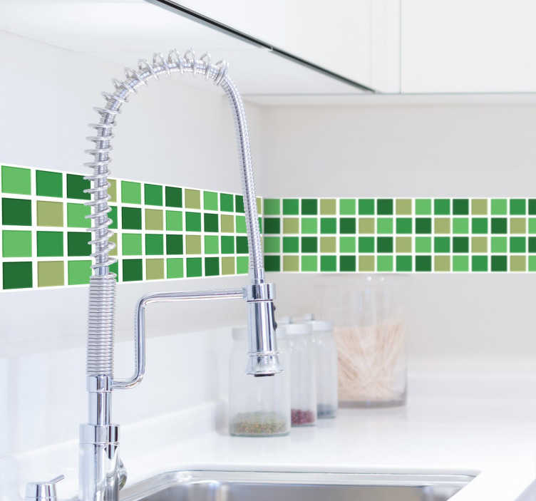 TenStickers. Zelena toni ploščice mejne nalepke. Iščete preprost način dodajanja preprostega dekorativnega elementa v vašo kuhinjo ali kopalnico? Ta ploščica mejne nalepke je odlična možnost!