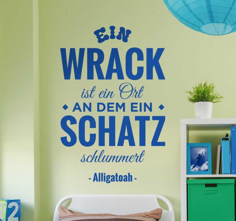 """TenStickers. Alligatoah Zitat Wandtattoo. """"Ein Wrack ist ein Ort, an dem ein Schatz schlummert"""" – das berühmte Lied """"Willst du mit mir Drogen nehmen"""" des Sängers Alligatoah als Wandtattoo."""