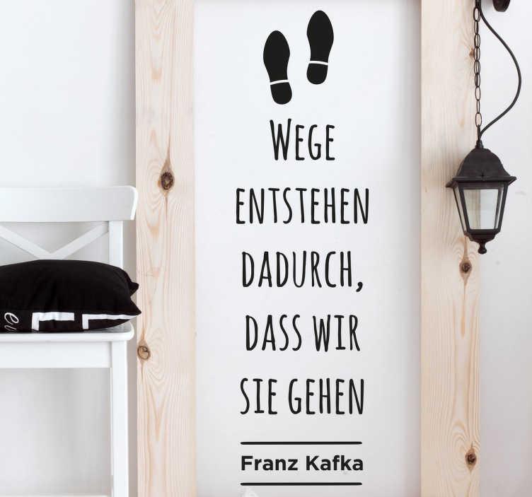 """TenStickers. Wege entstehen Kafka Zitat Wandtattoo. """"Wege entstehen dadurch, dass wir sie gehen"""" – Franz Kafka Zitat als Wandtattoo. Einfarbiger Aufkleber in Ihrer Wunschfarbe erhältlich."""