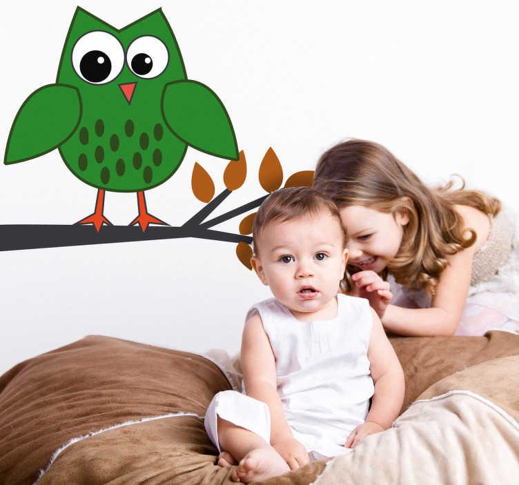 TenStickers. Naklejka dla dzieci zielona sowa. Naklejka na ścianę przedstawiająca symaptyczną, zieloną sowę na gałęzi. Oryginalny pomysł na szybką zmianę wystroju w pokoju Twojego dziecka.