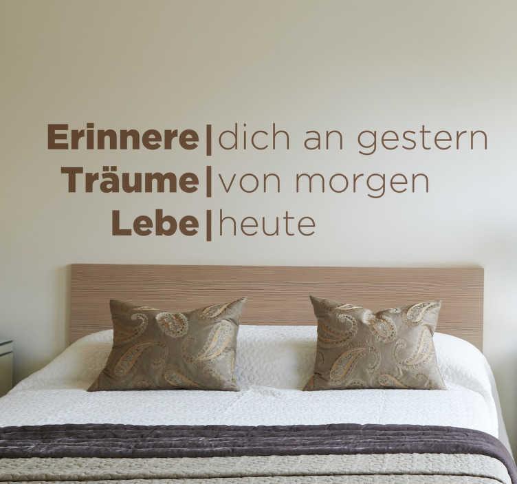 """TenStickers. Erinnere Träume Lebe Wandtattoo. Dekoratives Wandtattoo mit der Aufschrift """"Erinnere dich an gestern, Träume von morgen, Lebe heute""""."""